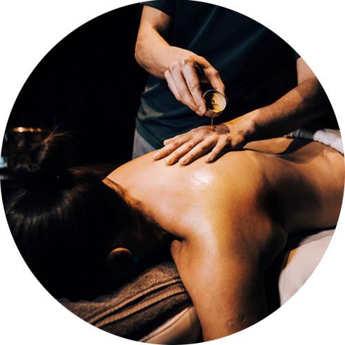 massaažiküünal